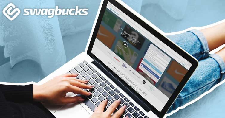 persona che utilizza il sito Web di swagbucks